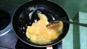 goreng telur dadar orak arik